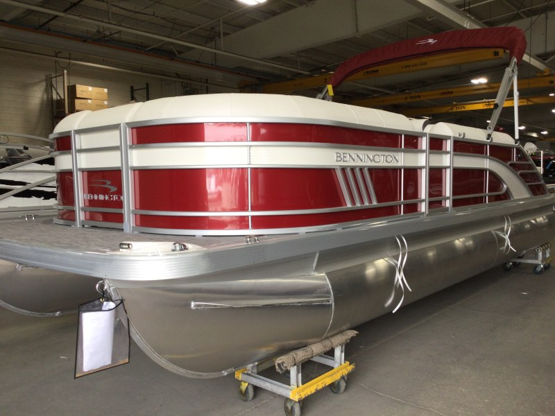 2021 Bennington boat for sale, model of the boat is 24 LXSB & Image # 1 of 16