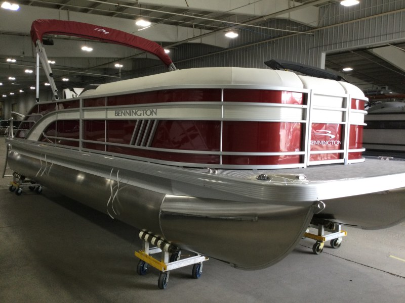 2021 Bennington boat for sale, model of the boat is 24 LXSB & Image # 11 of 16