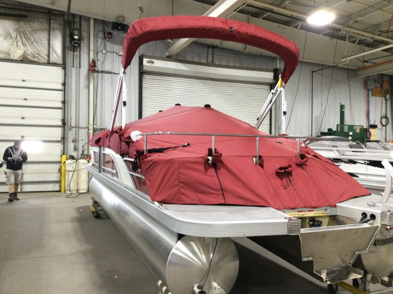 2021 Bennington boat for sale, model of the boat is 24 LXSB & Image # 13 of 16