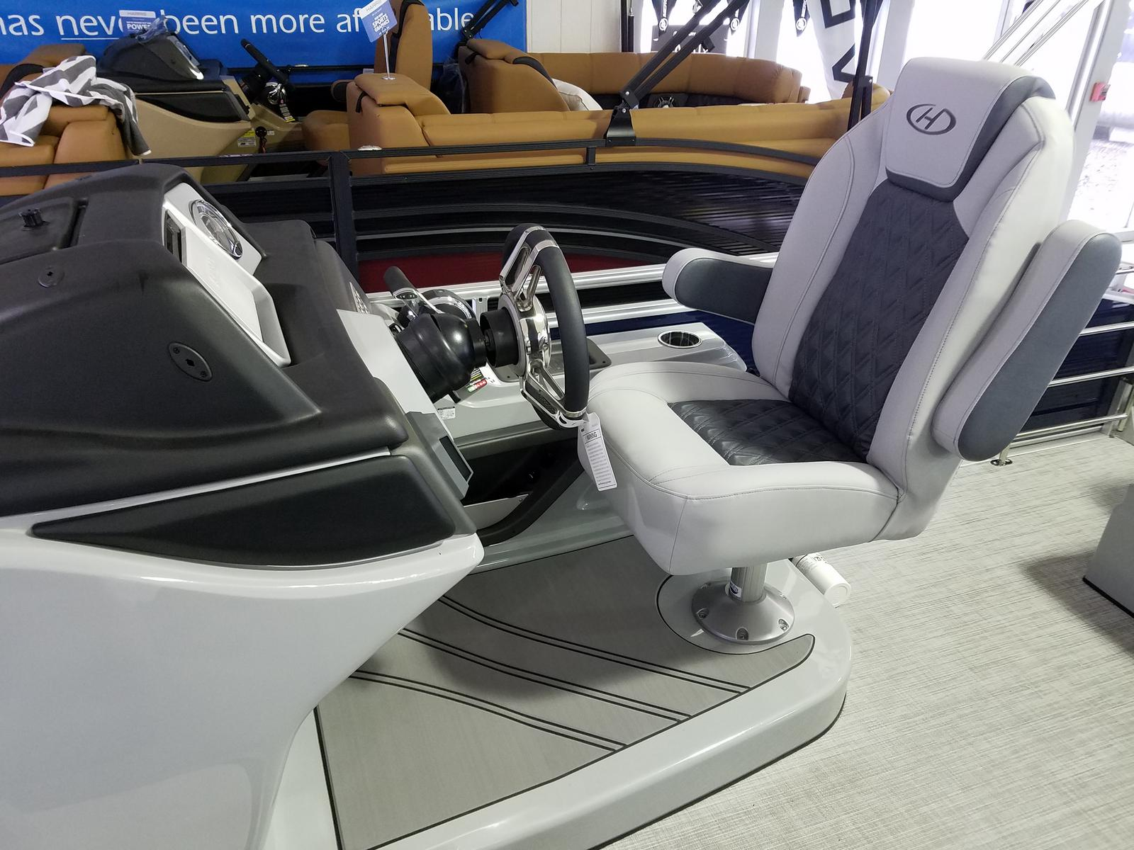 2021 Harris boat for sale, model of the boat is Solstice 230 & Image # 5 of 16