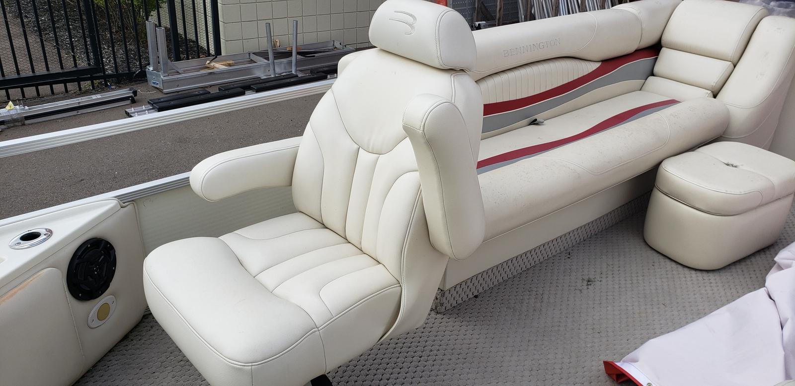 2007 Bennington boat for sale, model of the boat is 2577RFS & Image # 11 of 12