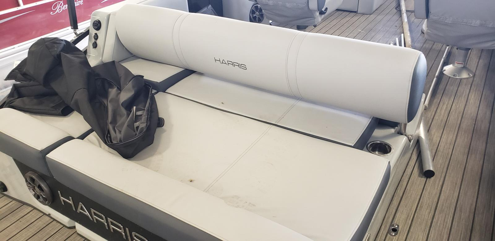 2020 Harris boat for sale, model of the boat is Solstice 250 & Image # 4 of 6