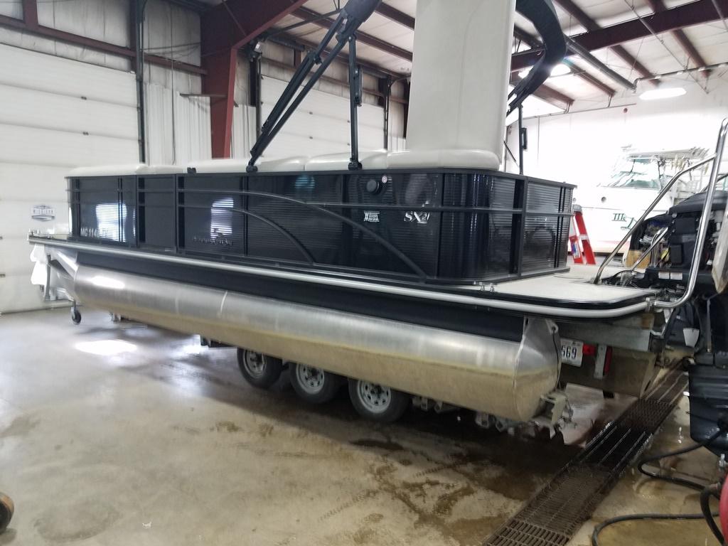 2016 Bennington boat for sale, model of the boat is 21 SLX - Premium & Image # 3 of 16