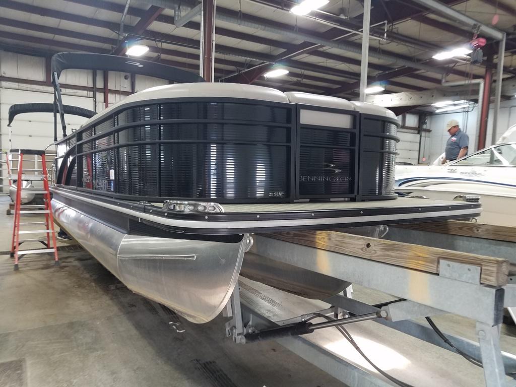 2016 Bennington boat for sale, model of the boat is 21 SLX - Premium & Image # 4 of 16
