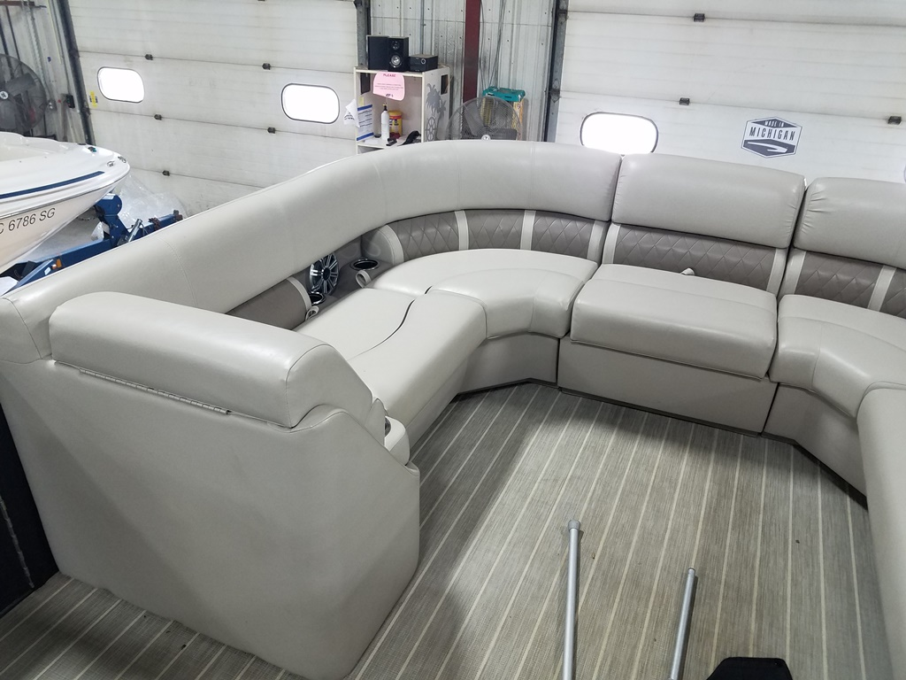 2016 Bennington boat for sale, model of the boat is 21 SLX - Premium & Image # 8 of 16