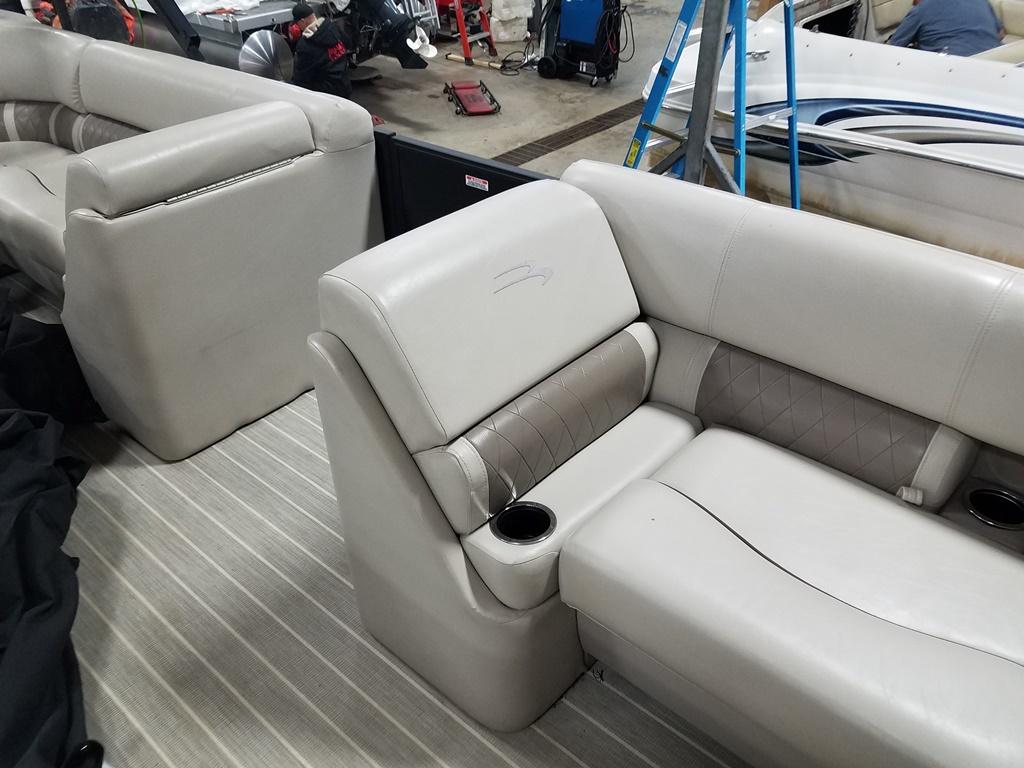 2016 Bennington boat for sale, model of the boat is 21 SLX - Premium & Image # 13 of 16