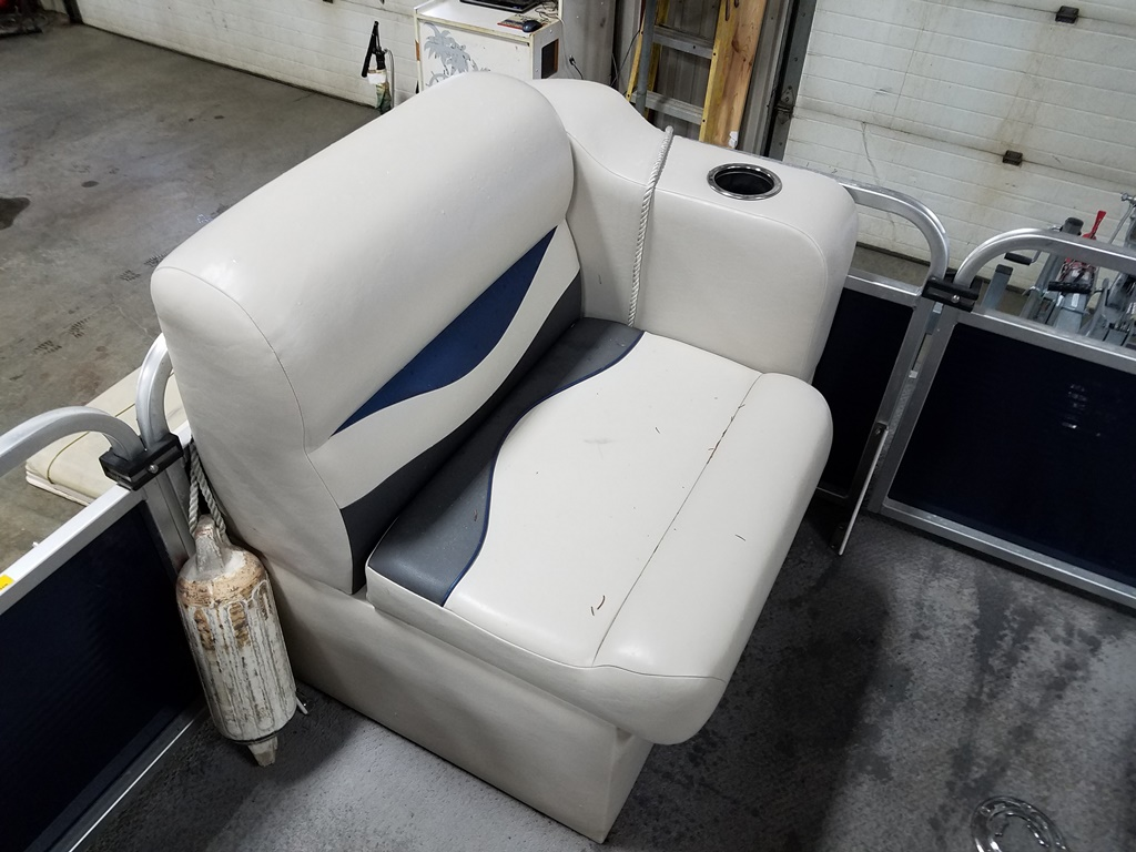 2013 Apex Pontoons boat for sale, model of the boat is Qwest Adventure 7516 Cruise Deluxe & Image # 6 of 9