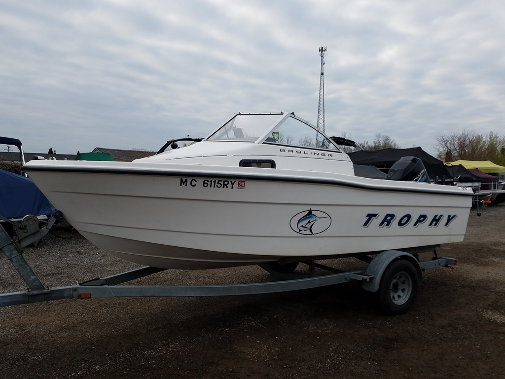 1999 Trophy Marine boat for sale, model of the boat is 1802 WA & Image # 1 of 12