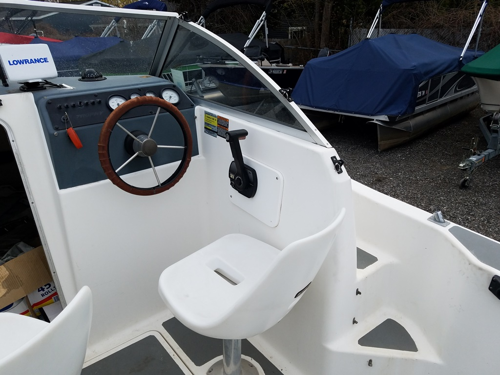 1999 Trophy Marine boat for sale, model of the boat is 1802 WA & Image # 6 of 12