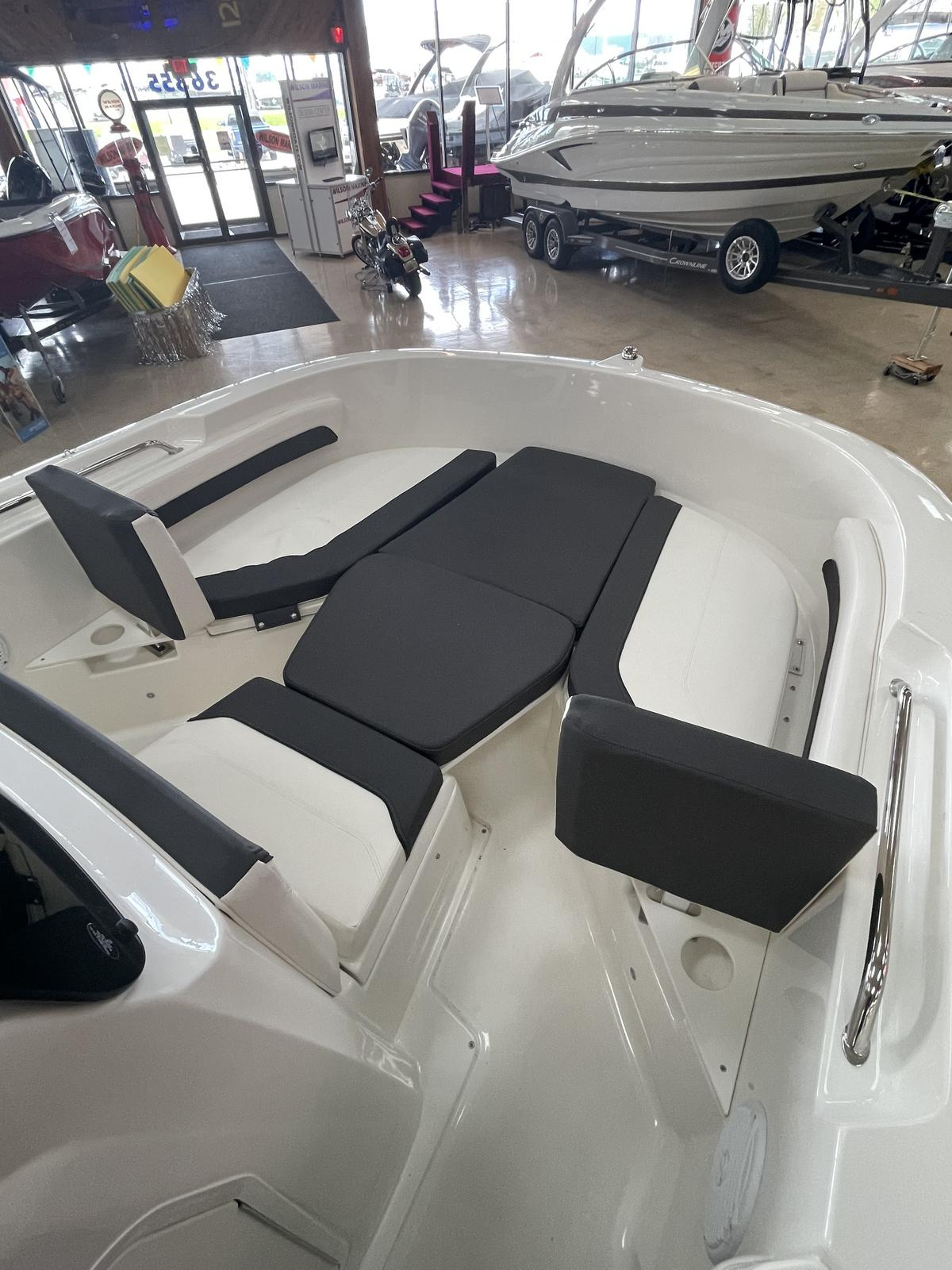 2021 Bayliner boat for sale, model of the boat is T20CC & Image # 6 of 12