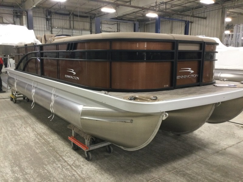 2021 Bennington boat for sale, model of the boat is 23 SSRX & Image # 1 of 23
