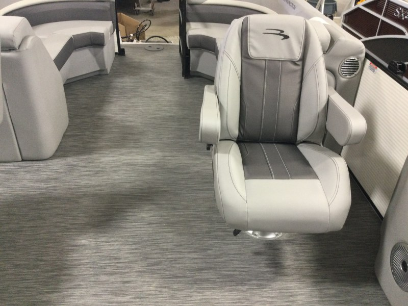 2021 Bennington boat for sale, model of the boat is 23 SSRX & Image # 4 of 25