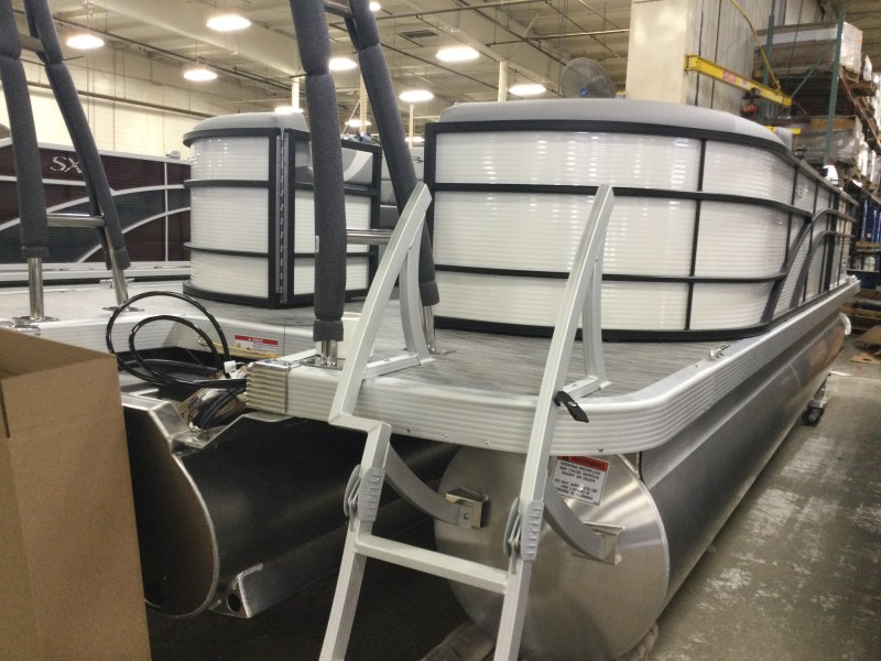 2021 Bennington boat for sale, model of the boat is 23 SSRX & Image # 12 of 25