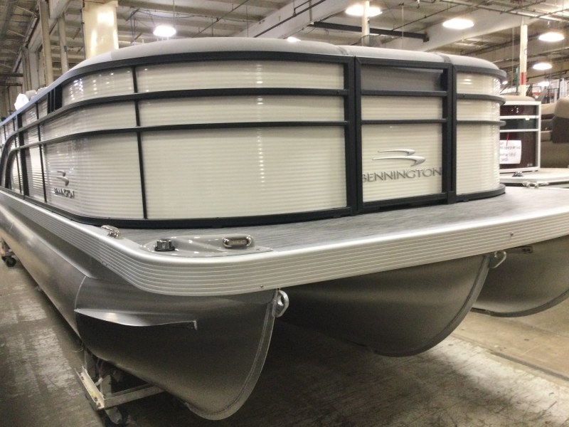 2021 Bennington boat for sale, model of the boat is 23 SSRX & Image # 13 of 25