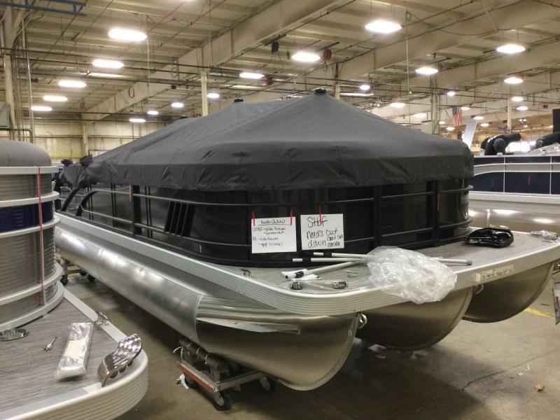 2021 Bennington boat for sale, model of the boat is 21 LSB & Image # 9 of 14