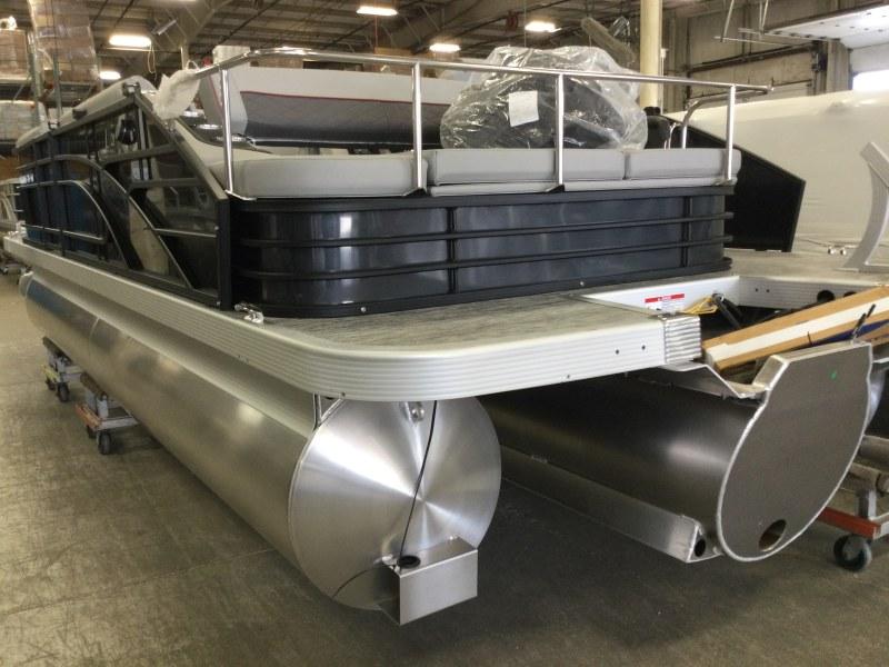 2021 Bennington boat for sale, model of the boat is 21 LSB & Image # 12 of 14