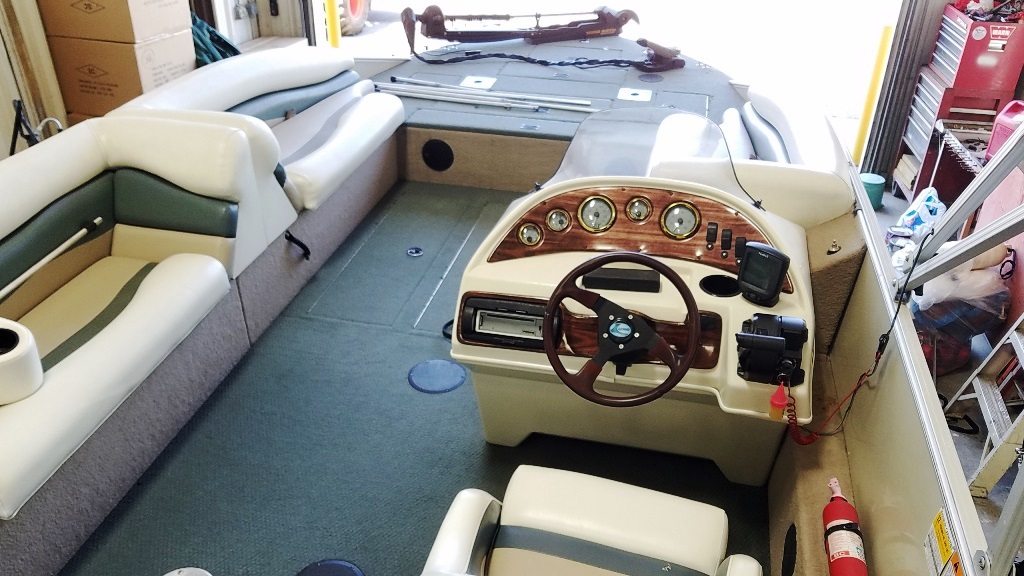 2001 Lowe boat for sale, model of the boat is Tahiti 224 & Image # 1 of 12