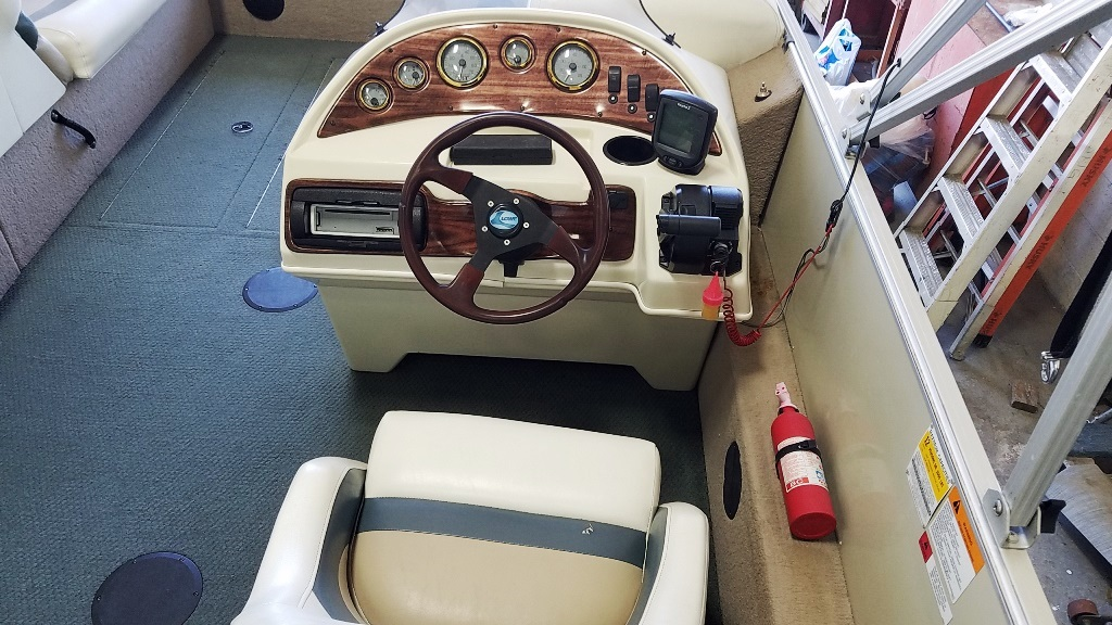 2001 Lowe boat for sale, model of the boat is Tahiti 224 & Image # 10 of 12