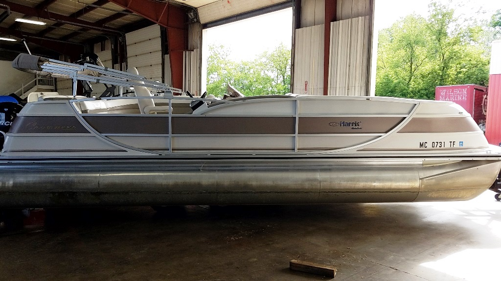 2007 Harris boat for sale, model of the boat is Crowne 250 & Image # 1 of 21