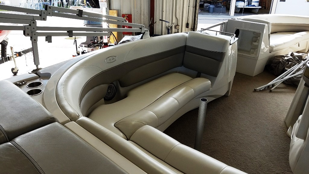 2007 Harris boat for sale, model of the boat is Crowne 250 & Image # 5 of 21
