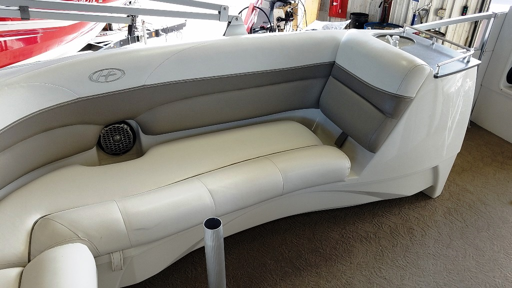 2007 Harris boat for sale, model of the boat is Crowne 250 & Image # 6 of 21