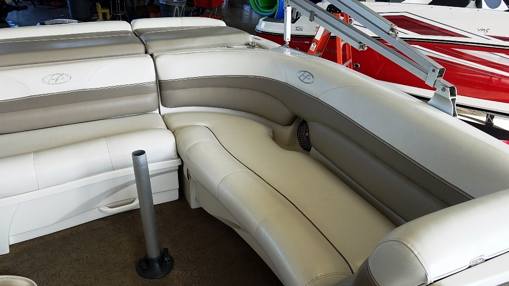 2007 Harris boat for sale, model of the boat is Crowne 250 & Image # 11 of 21