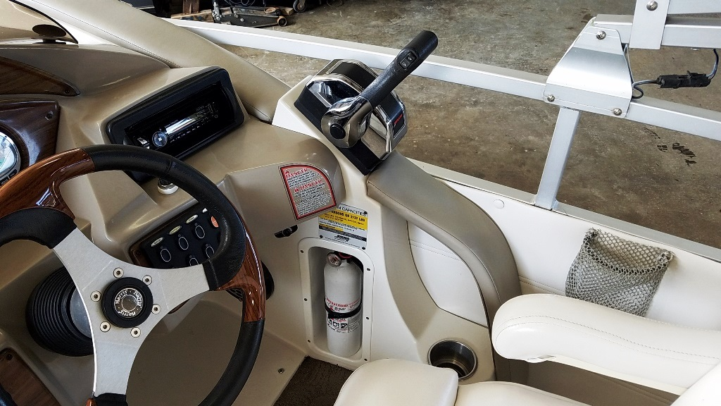 2007 Harris boat for sale, model of the boat is Crowne 250 & Image # 12 of 21