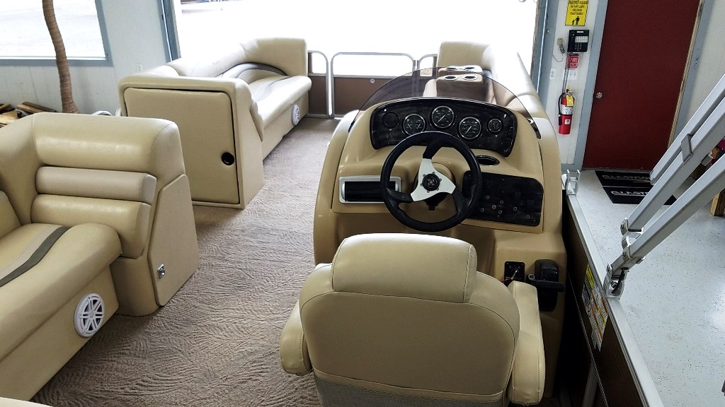 2012 Sweetwater boat for sale, model of the boat is 2286 & Image # 4 of 10