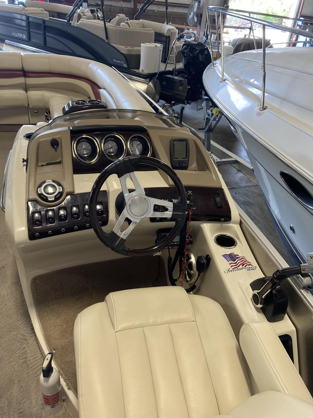 2012 Bennington boat for sale, model of the boat is 2575 RCWCP Limited & Image # 4 of 6