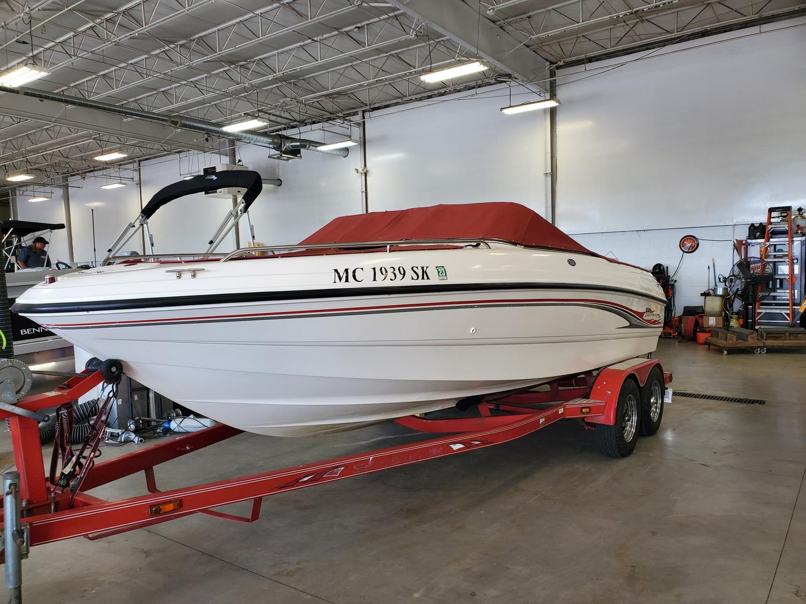2002 Chaparral boat for sale, model of the boat is 200 SSE & Image # 1 of 6