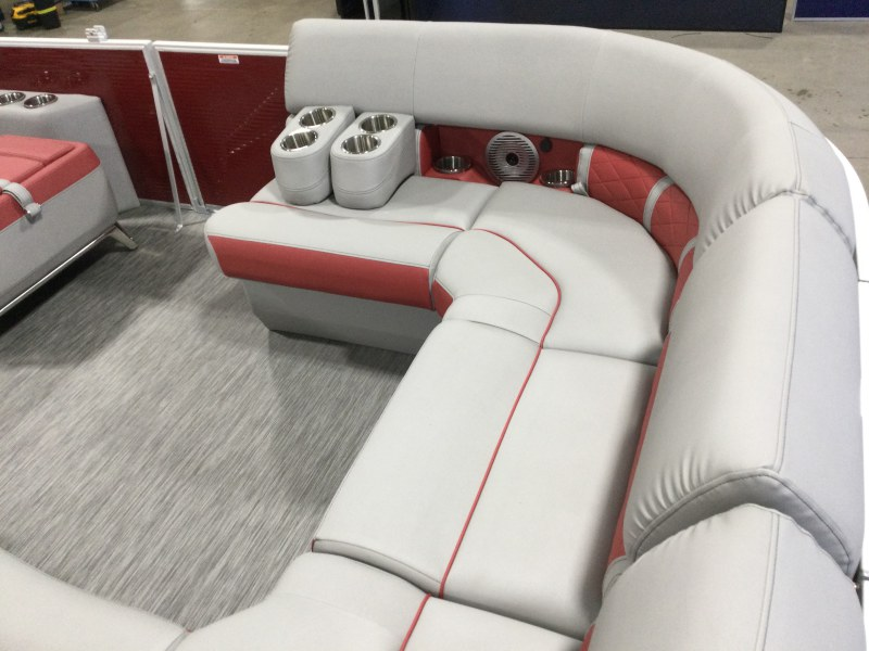 2021 Bennington boat for sale, model of the boat is 23 LXSB & Image # 6 of 14