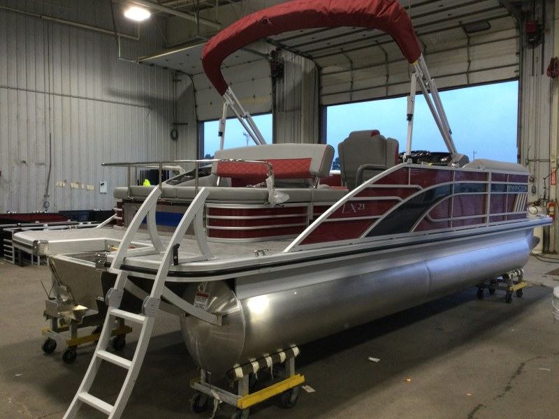 2021 Bennington boat for sale, model of the boat is 23 LXSB & Image # 8 of 14