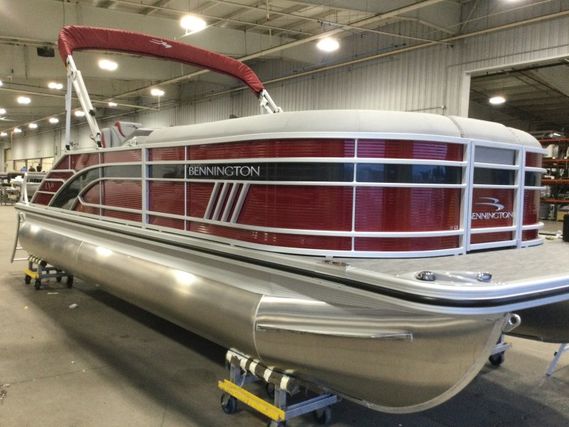 2021 Bennington boat for sale, model of the boat is 23 LXSB & Image # 1 of 14