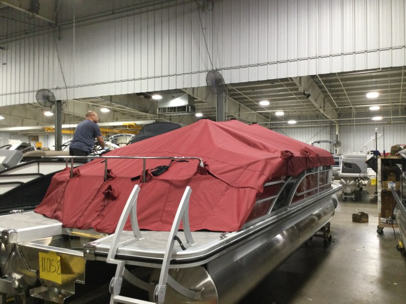 2021 Bennington boat for sale, model of the boat is 23 LXSB & Image # 9 of 14