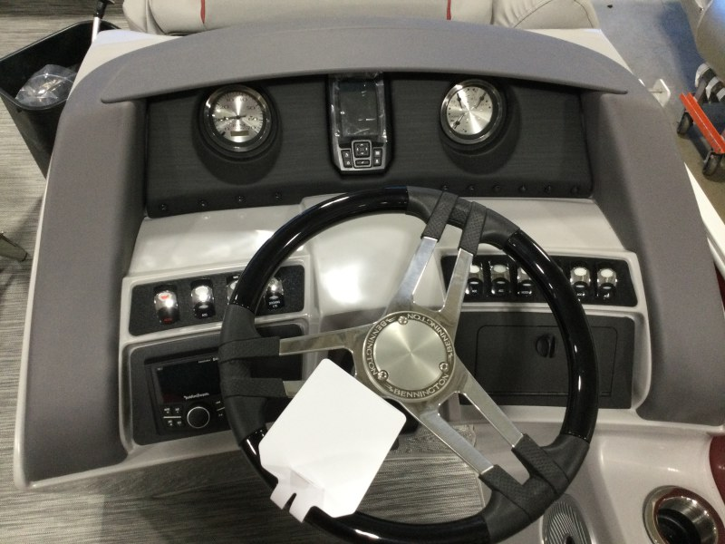 2021 Bennington boat for sale, model of the boat is 23 LXSB & Image # 13 of 14