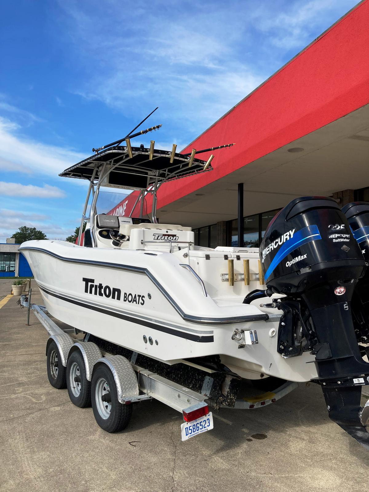 2002 Triton boat for sale, model of the boat is 2700 & Image # 2 of 7