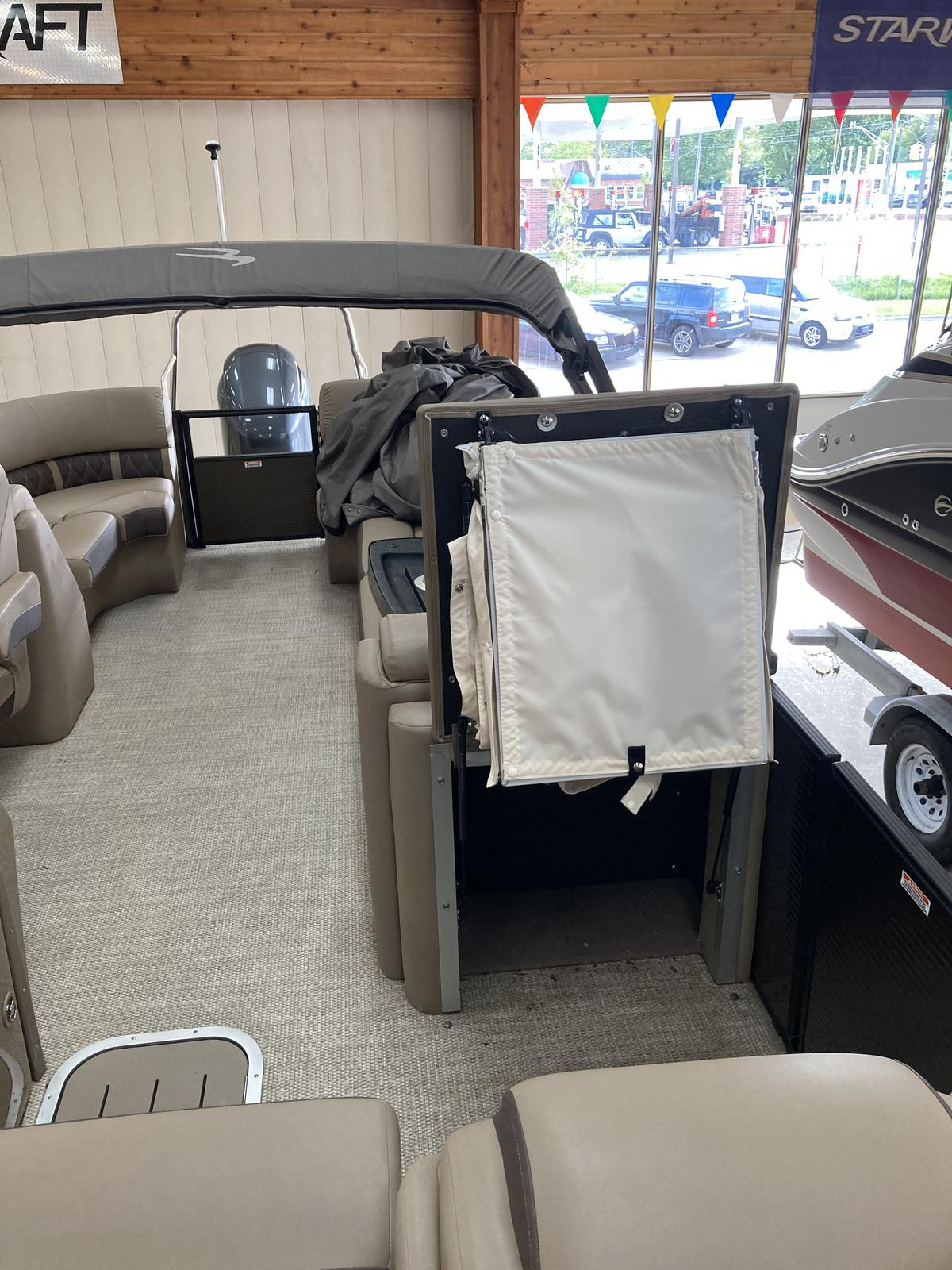 2018 Bennington boat for sale, model of the boat is 23 GSRC & Image # 2 of 4