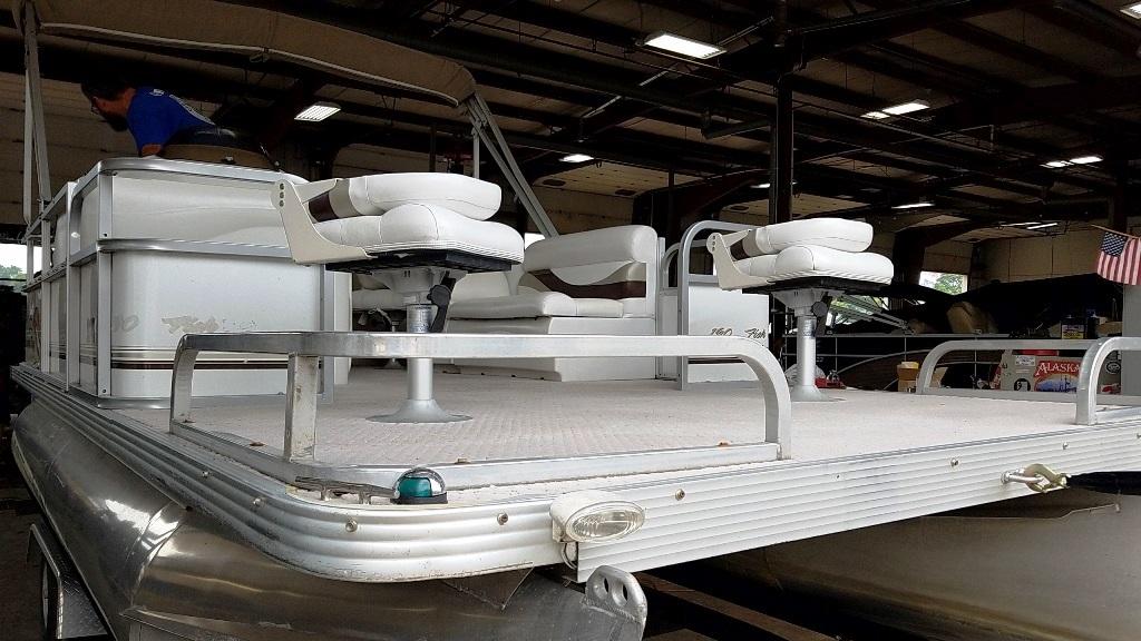 2007 Crest Pontoons boat for sale, model of the boat is Sunset Bay 190 Fish DL & Image # 4 of 10
