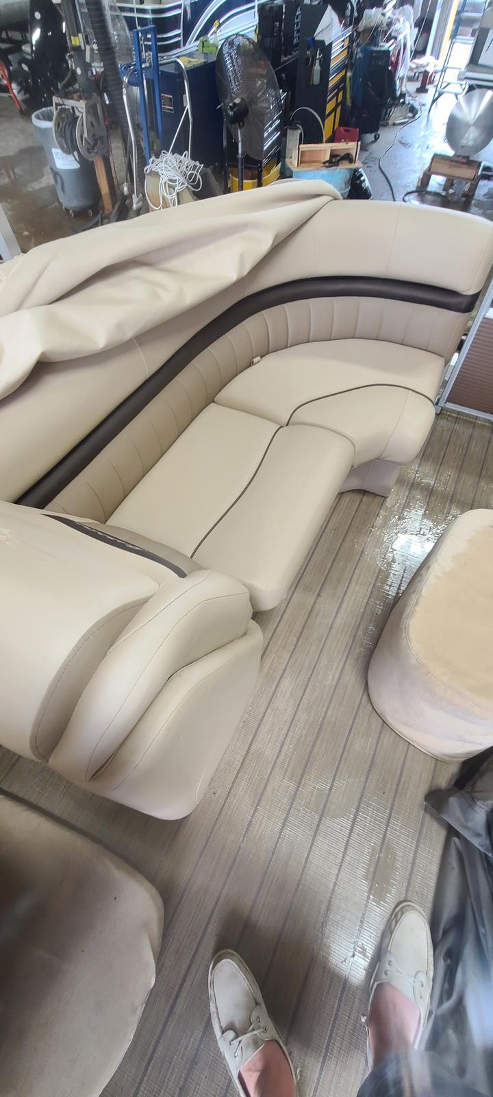 2018 Bennington boat for sale, model of the boat is 22 GSR & Image # 7 of 9