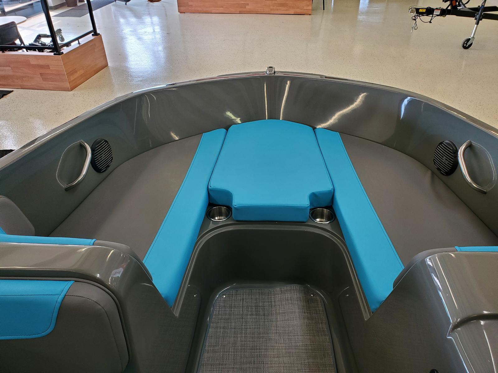 2021 Bayliner boat for sale, model of the boat is Element E18 & Image # 3 of 7