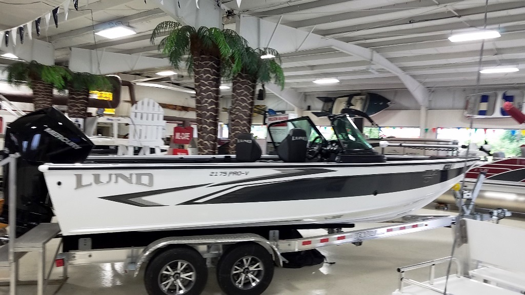 2020 Lund boat for sale, model of the boat is 2175 Pro-V & Image # 3 of 14