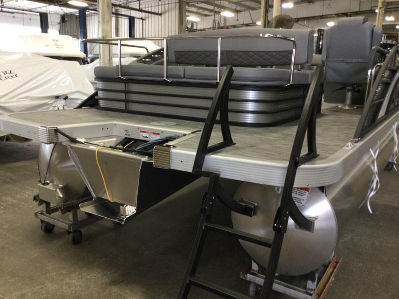 2021 Bennington boat for sale, model of the boat is 23 LSB & Image # 9 of 22