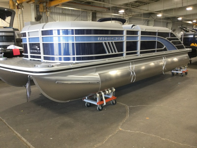 2021 Bennington boat for sale, model of the boat is 23 LXSB & Image # 1 of 12