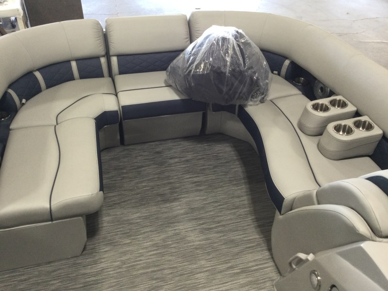 2021 Bennington boat for sale, model of the boat is 23 LXSB & Image # 5 of 12