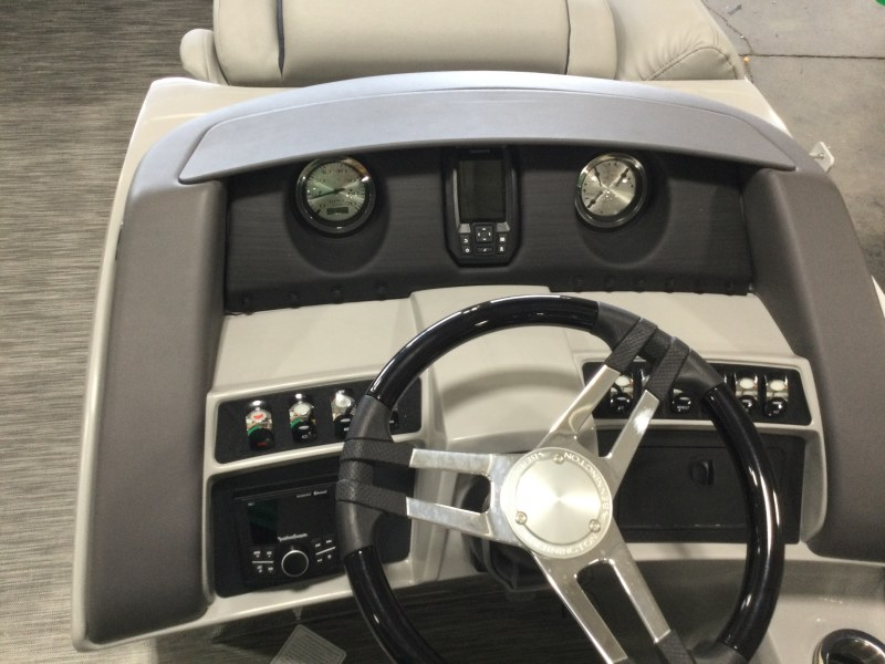 2021 Bennington boat for sale, model of the boat is 23 LXSB & Image # 7 of 12