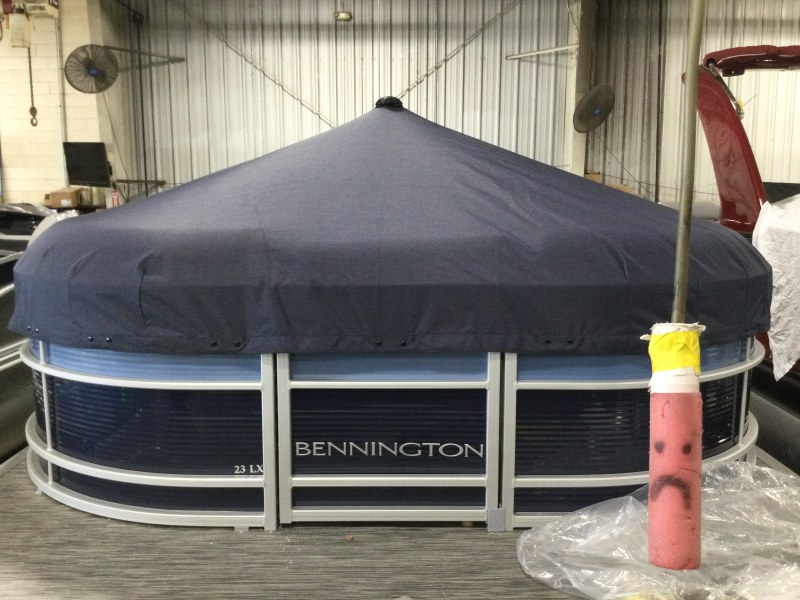 2021 Bennington boat for sale, model of the boat is 23 LXSB & Image # 9 of 12