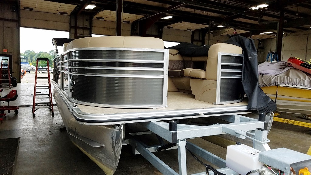 2020 Harris boat for sale, model of the boat is Sunliner 230 & Image # 4 of 11