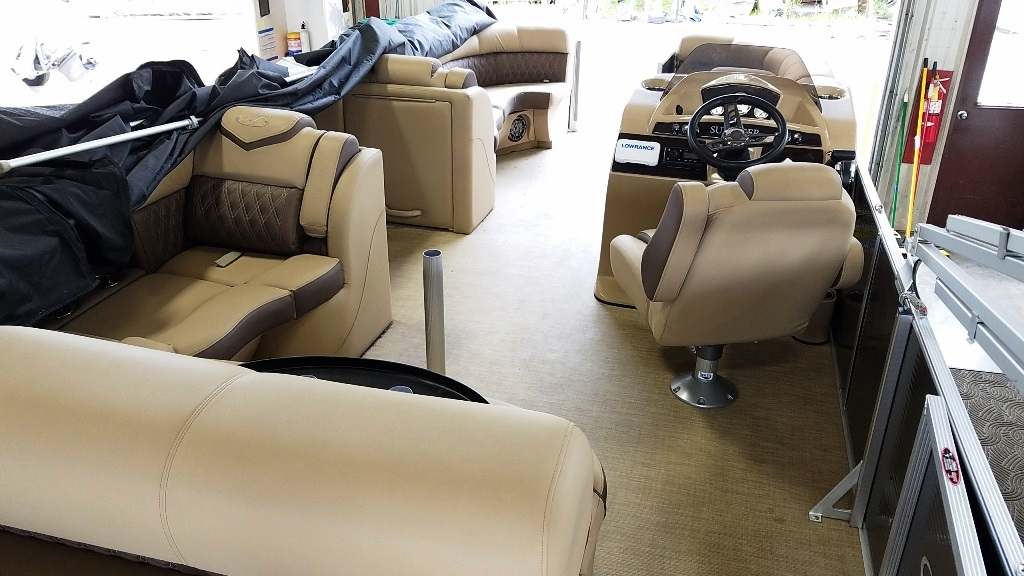 2020 Harris boat for sale, model of the boat is Sunliner 230 & Image # 5 of 11