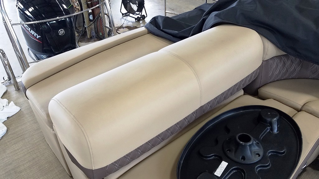 2020 Harris boat for sale, model of the boat is Sunliner 230 & Image # 6 of 11