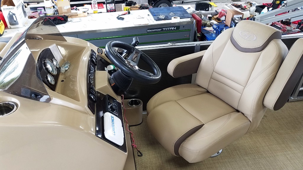 2020 Harris boat for sale, model of the boat is Sunliner 230 & Image # 9 of 11
